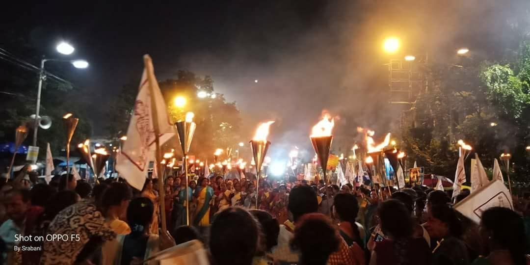 A huge Aidwa rally in Kolkata consisting of many women who gave resistance in  W.B panchayat elections and we're deprived of their electoral rights, was stopped by police near mayo road.
